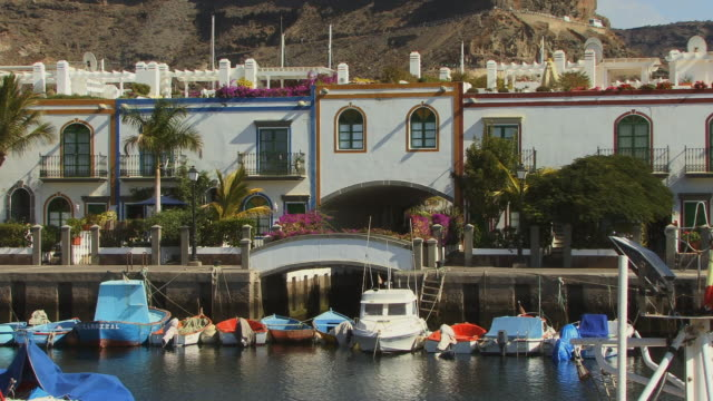 ws waterfront homes with boats moored in front/ puerto de mogan, grand canary, canary islands - grand canary stock videos and b-roll footage