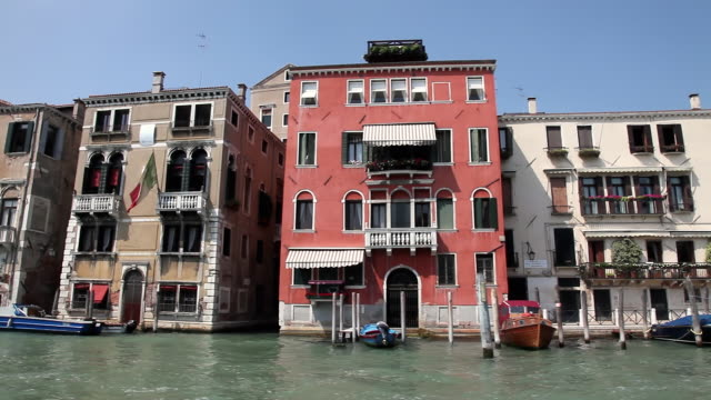 ms pan waterfront houses on grand canal / venice, italy - canal stock videos & royalty-free footage