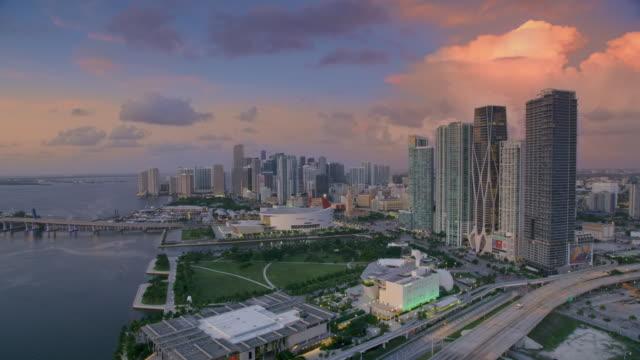 vidéos et rushes de aerial waterfront of downtown miami at dawn - miami