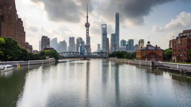 waterfront reflection of shanghai landmark skyline daytime transition - 東方明珠塔点の映像素材/bロール