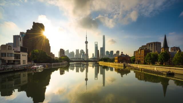 waterfront reflection of shanghai skyline daytime transition - 東方明珠塔点の映像素材/bロール