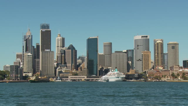 WS Waterfront skyline by Circular Quay / Sydney, New South Wales, Australia
