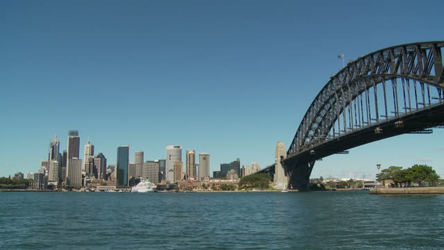WS Waterfront skyline with Sydney Harbour Bridge / Sydney, New South Wales, Australia