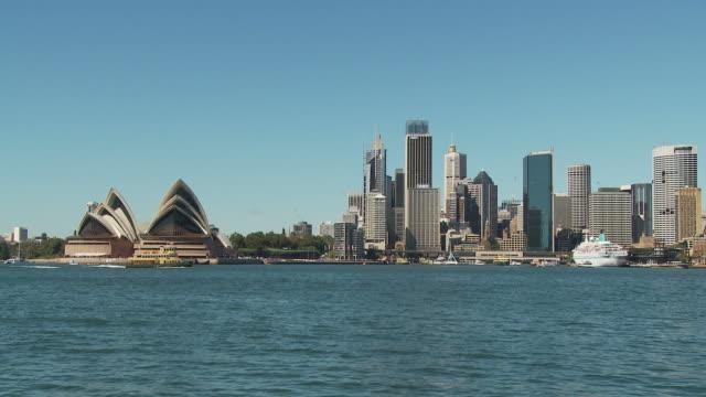 WS Waterfront skyline with Sydney Opera House / Sydney, New South Wales, Australia