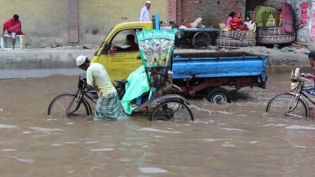 waterlogged dhaka streets - dhaka stock videos & royalty-free footage