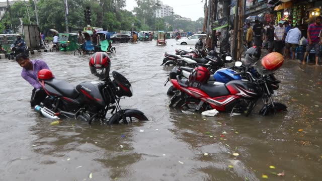 Waterlogging in Dhaka Vehicles wade through water on a Dhaka street after heavy rainfall causing immense suffering to the city dwellers This video...