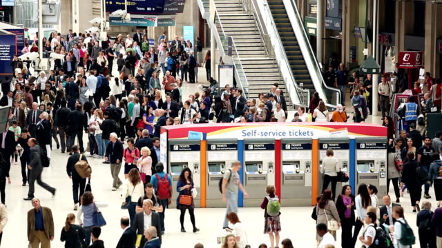 Waterloo Station in London, Panning