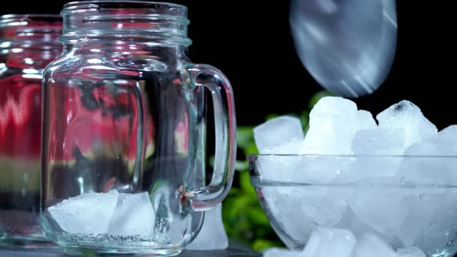 スイカスムージー - アイスクリームスクープ点の映像素材/bロール