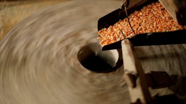 vídeos y material grabado en eventos de stock de molino de agua fabricación de harina de maíz - fábricas tradicionales