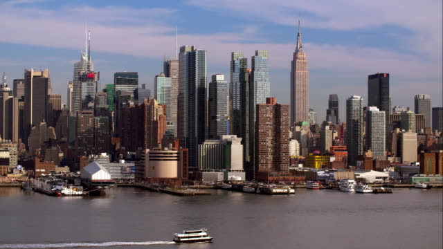 A NY Waterways ferry crosses the Hudson River with the Manhattan Skyline behind.