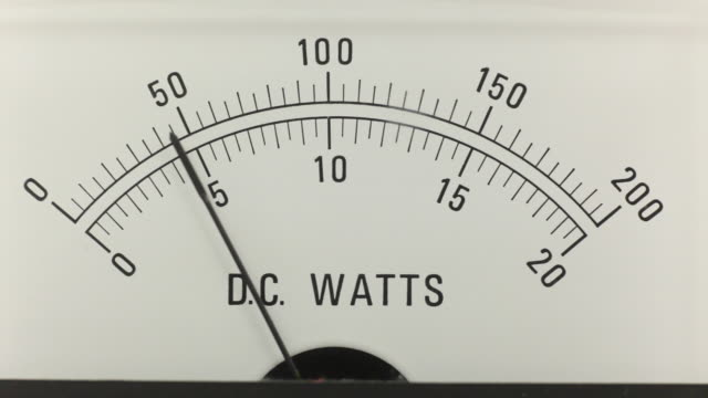 dc watts analoge stromversorgung - messinstrument stock-videos und b-roll-filmmaterial