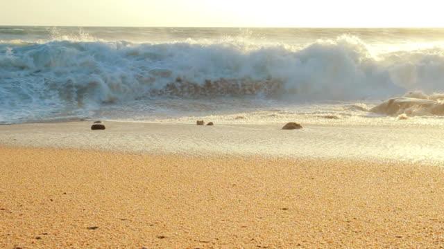 wave und sonnenuntergang - gezeiten stock-videos und b-roll-filmmaterial