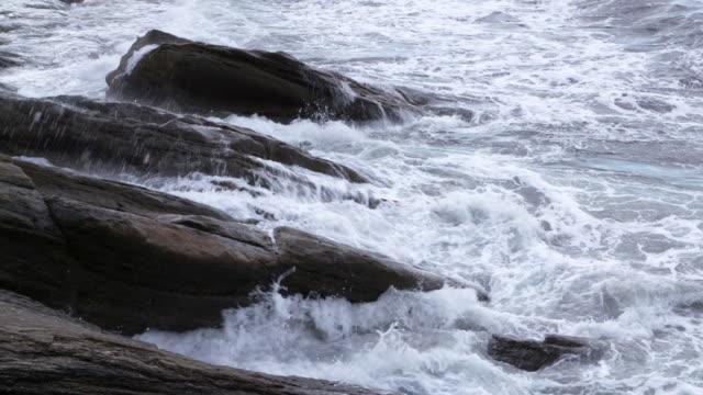 wave crashing on rocks. finistere, brittany, france, europe. - finisterra bretagna video stock e b–roll