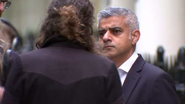 wave of violence over bank holiday weekend r231017009 ext various cutaways of sadiq khan talking to reporters in street - sadiq khan stock videos and b-roll footage