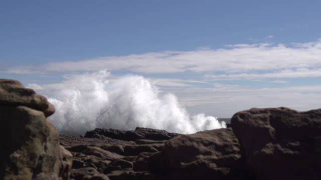 Wave smashing against rocks