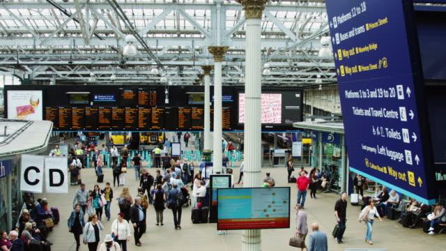 stockvideo's en b-roll-footage met waverley station interior - treinstation