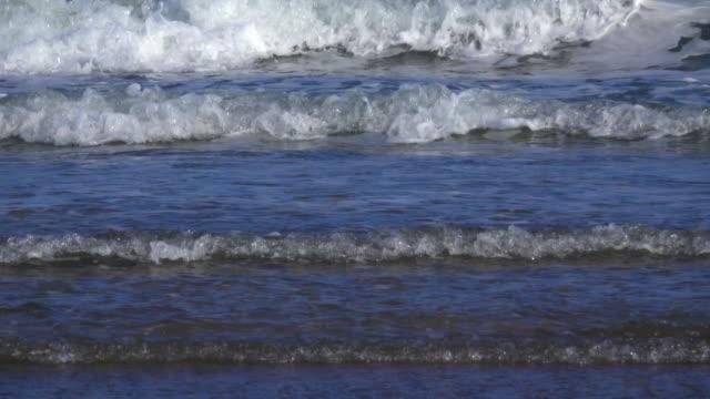 vídeos y material grabado en eventos de stock de olas en el océano - plusphoto