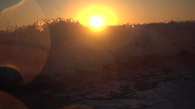 waves break in the pacific ocean at sunset. - slow motion - breaking stock videos & royalty-free footage