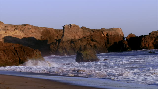 MS, Waves breaking against rocks, Leo Carrillo State Park, California, USA