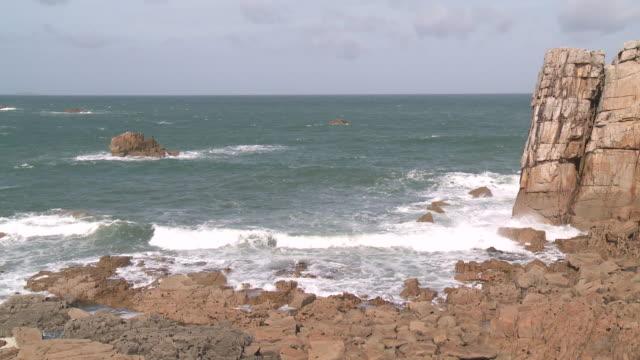 MS Waves breaking on rock / Plougrescant, Brittany, France