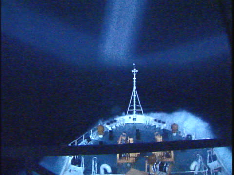 vidéos et rushes de ms waves breaking over ship bow in stormy weather in labrador sea at night, seen through window, atlantic ocean, newfoundland, canada - bow window
