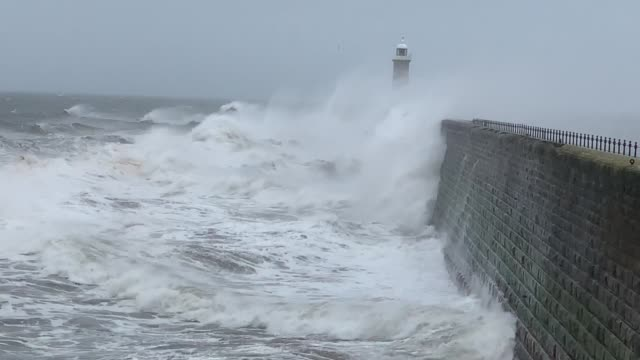 vídeos de stock, filmes e b-roll de waves crash into the coastline of tynemouth as forecasters put yellow weather warnings in place as more heavy downpours are expected to ravage the... - forma da água