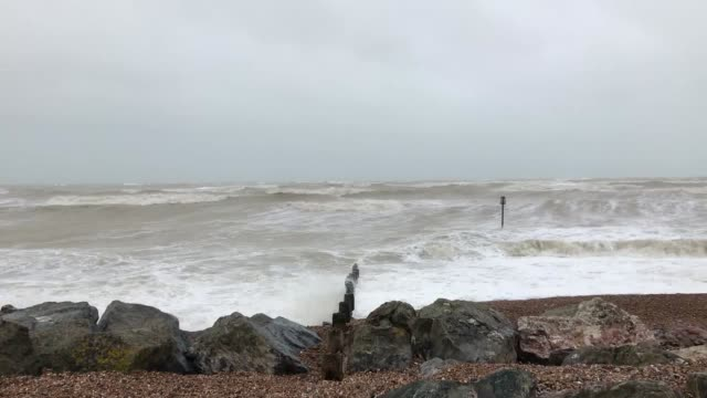 waves crash onto the shore in worthing as storm ciara batters the southern coastline. the met office has issued amber weather warnings for gale-force... - worthing点の映像素材/bロール