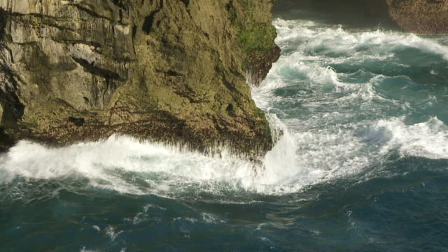MS SLO MO Waves crashing against cliffs / Nusa Lembongan, Klungkung, Indonesia