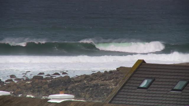vídeos de stock, filmes e b-roll de waves crashing onto shore, roof of home - janela saliente