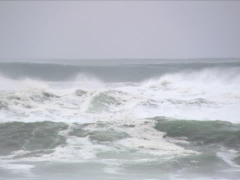 vídeos y material grabado en eventos de stock de waves from the horizon - artbeats