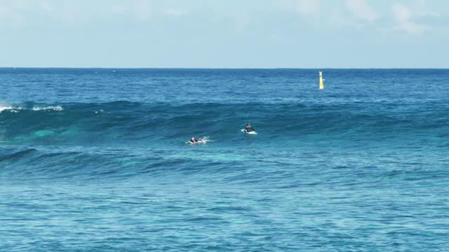 vídeos de stock e filmes b-roll de waves in reunion island - territórios ultramarinos franceses
