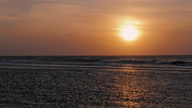 ws waves in sea at sunset, hsinchu, taiwan - meerlandschaft stock-videos und b-roll-filmmaterial