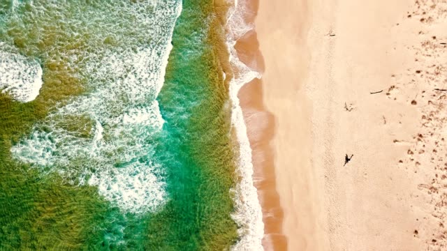waves of the sea in australia