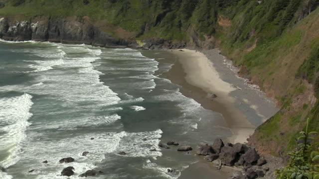 stockvideo's en b-roll-footage met ha, ms, waves on beach, oregon coast, oregon, usa - oregon coast