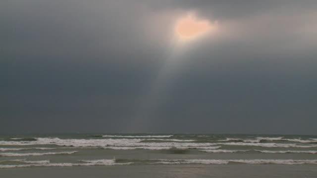 ws waves on lake ontario / brighton, ontario, canada - lake ontario bildbanksvideor och videomaterial från bakom kulisserna