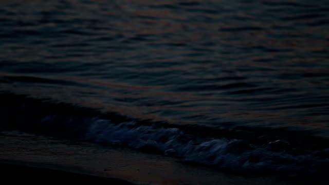 vidéos et rushes de vagues sur le rivage - marée