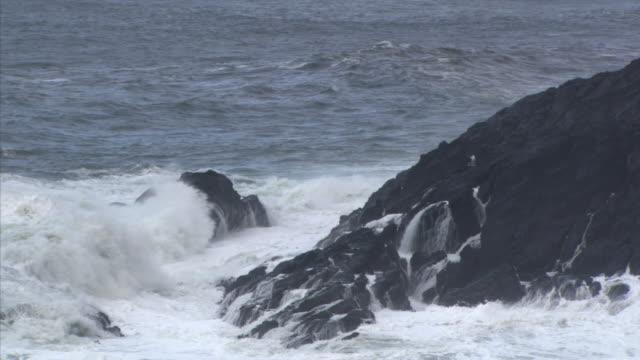 vídeos y material grabado en eventos de stock de waves over round rock - artbeats
