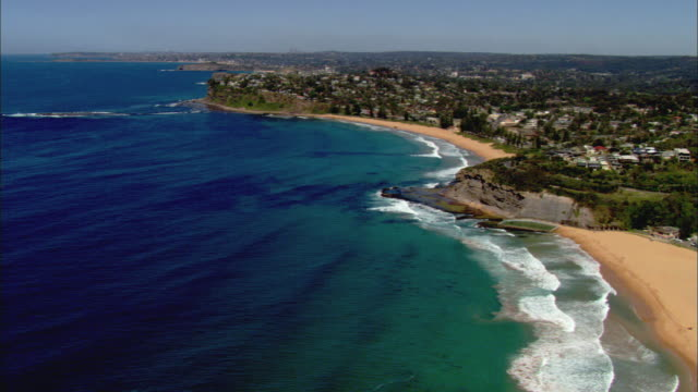 ws aerial waves splashing onto shore of northern beaches, sydney, new south wales, australia - town stock videos & royalty-free footage