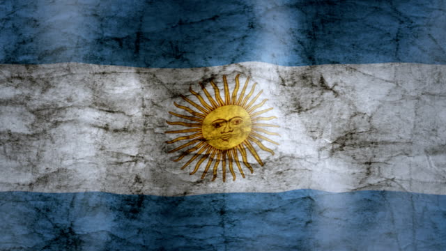 wehende flagge von argentinien, grunge-look - argentinische flagge stock-videos und b-roll-filmmaterial