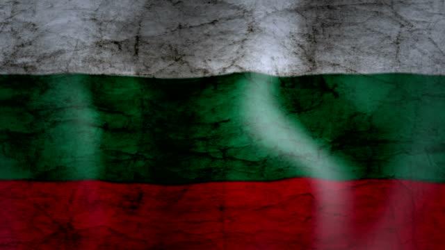 vídeos de stock e filmes b-roll de waving flag of bulgaria, grunge look - linha ondulada
