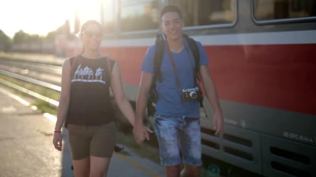 vídeos y material grabado en eventos de stock de agitando el tren - adios