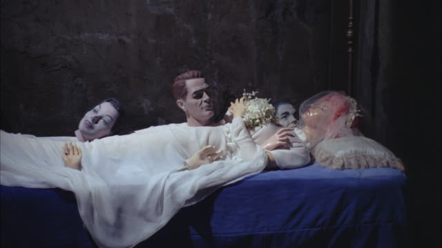 stockvideo's en b-roll-footage met 1966 ms wax figure of dead bride and female and male heads in museum - mannelijke gelijkenis