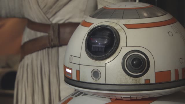 vidéos et rushes de the force awakens at madame tussauds on august 9 2016 in london england - star wars titre d'œuvre
