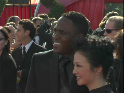 vidéos et rushes de wayne brady and wife mandie at the 2003 primetime emmy awards- arrivals at the shrine auditorium in los angeles, ca. - shrine auditorium