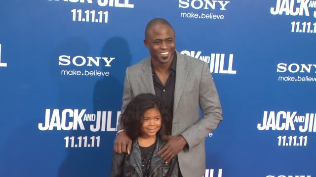 wayne brady at the 'jack and jill' world premiere at westwood ca - ウェストウッド地区点の映像素材/bロール