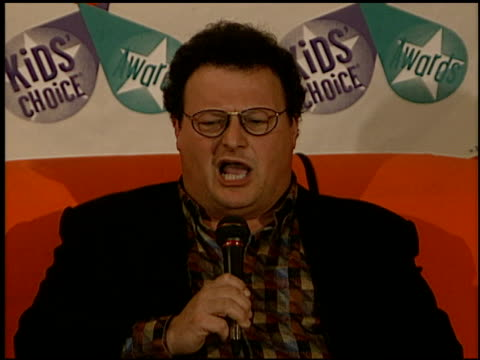stockvideo's en b-roll-footage met wayne knight at the 1997 nickelodeon kids' choice awards press room at grand olympic auditorium in los angeles california on april 19 1997 - nickelodeon kids' choice awards