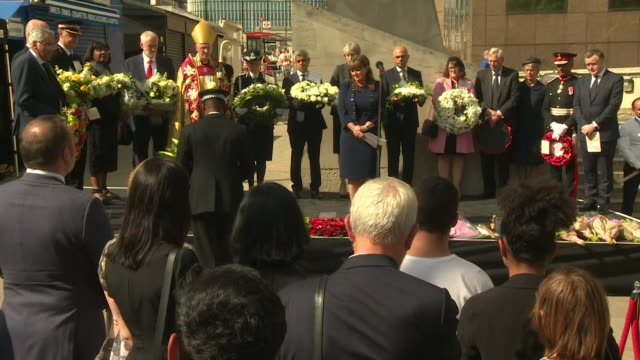 vídeos de stock e filmes b-roll de pc wayne marques who was stabbed taking on the london bridge terrorists leaving flowers at southwark cathedral during a memorial service on the... - respeito