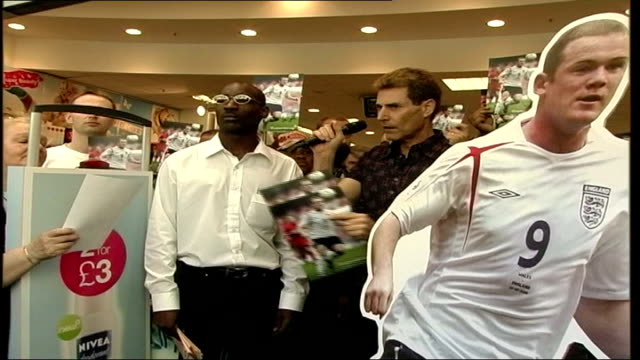 uri geller leads 'positive energy' campaign england london oxford dtreet uri geller and crowds at superdrug shop in oxford street using 'positive... - injured stock videos & royalty-free footage
