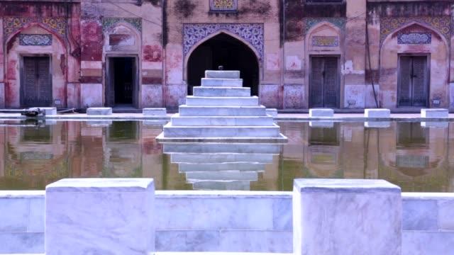 wazir khan mosque - lahore pakistan stock-videos und b-roll-filmmaterial