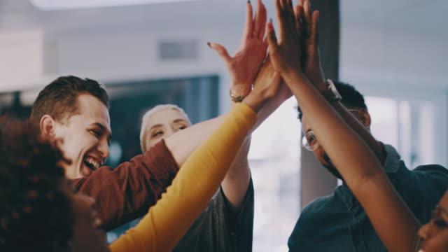 vidéos et rushes de nous accomplissons de grandes choses en tant qu'équipe - activity